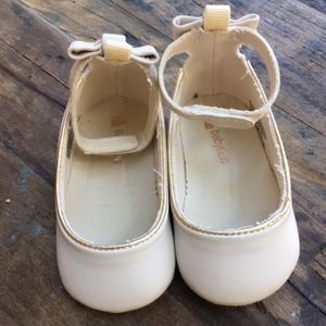 Other - NWOT Baby Gap Cream Flat w/Ankle Strap & Bow 6-12m